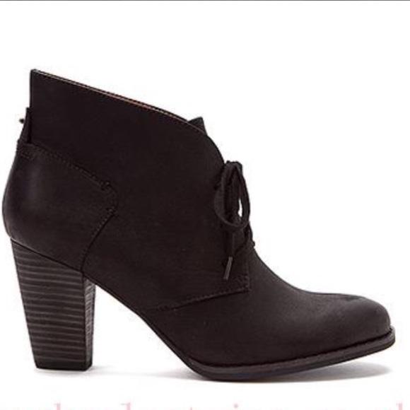 760037e1 Clarks Lace Up Heath Wren Boots